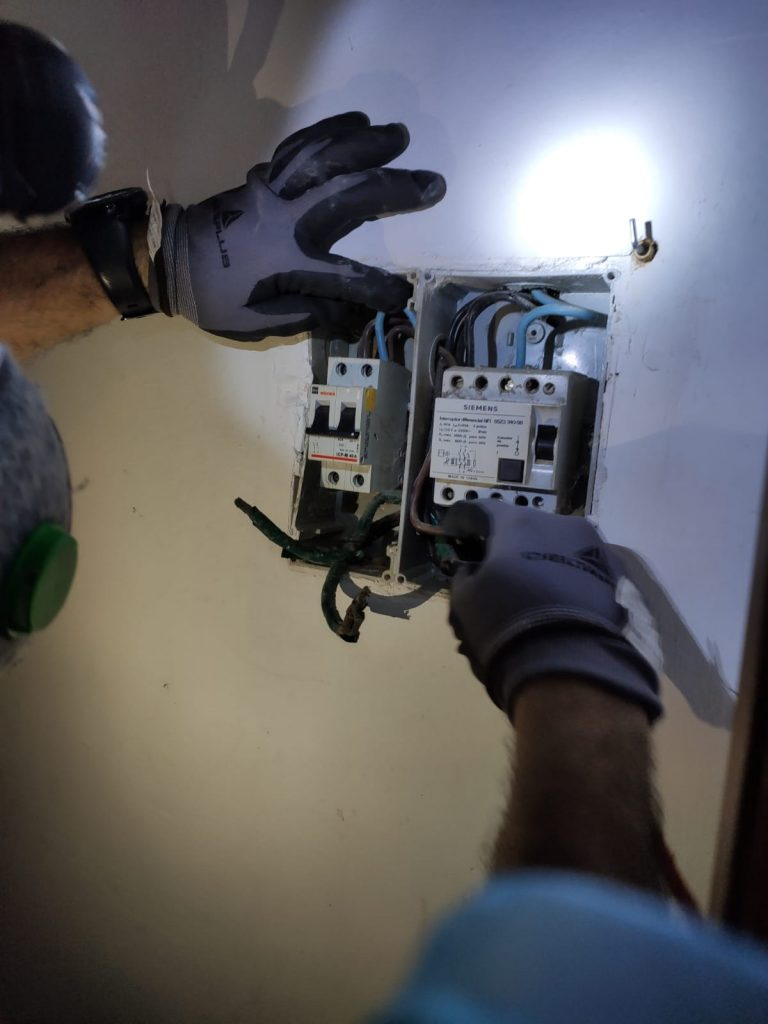 electricistas aqualimp